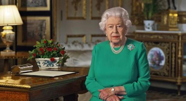 Coronavirus, la regina Elisabetta resta a Windsor: non apparirà più in pubblico per mesi