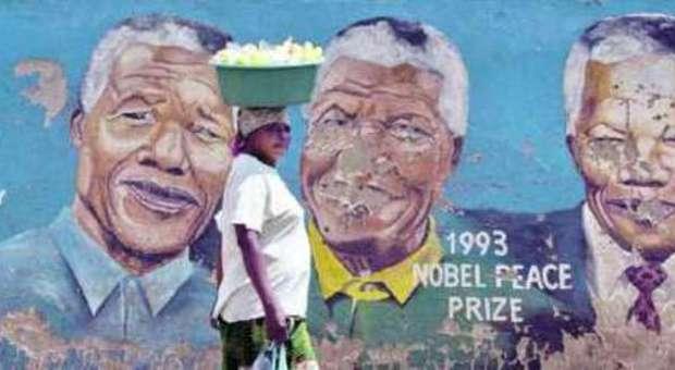 Mandela, in processione per tre giorni: in arrivo leader da tutto il mondo: allarme sicurezza