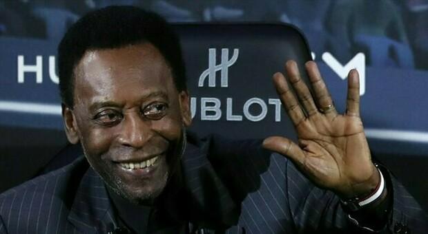 Pelé, sospetto tumore al colon. È stato operato, ecco come sta
