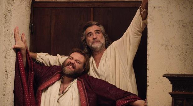 """Max Tortora, a destra, con Stefano Fresi nel film """"Il Regno"""""""