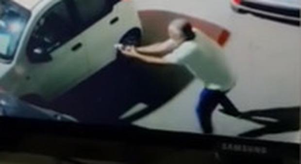 Licata, consigliere leghista spara quattro colpi al socio in affari: l'uomo è stato ferito lievemente a un braccio