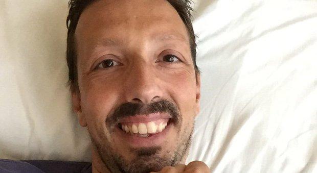 La sfida di Simone, «Chemio e sorrisi: così sfido il cancro sul web»