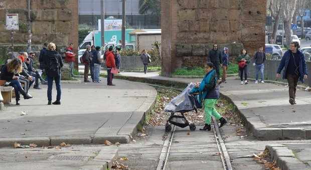 Roma, lo scandalo degli autisti malati blocca la ferrovia