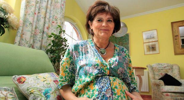 Lina Álvarez, madre a 62 anni: «Sono la persona più felice del mondo»