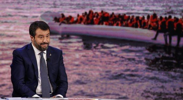 Open Arms, l'ex grillino pronto a salvare Salvini. Lui rilancia: rifarei tutto `