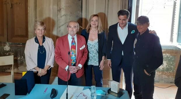Consegna della Lex Spoletina a Luca Bernabei. Da sinistra, Tiziana Tombesi, Salvatore Finocchi, Candia Marcucci, Luca Bernabei, Terence Hill