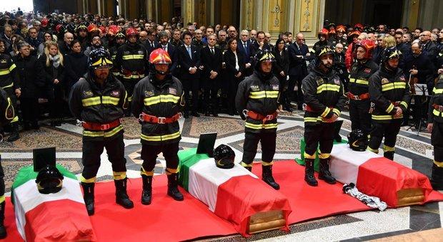 Esplosione Alessandria, il funerale dei vigili del fuoco morti: presente il premier Conte