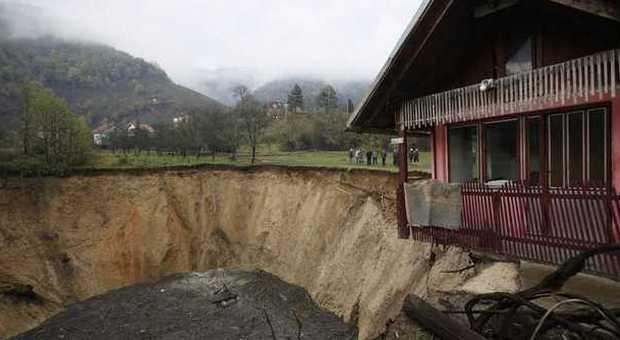 Bosnia il mistero del lago scomparso il vuoto al posto for Cabine del lago vuoto