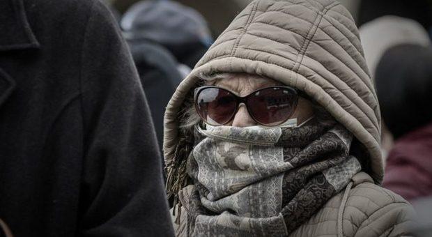 Coronavirus, su bus e metro ok a foulard e sciarpe in alternativa alle mascherine: via libera di Boccia e Arcuri