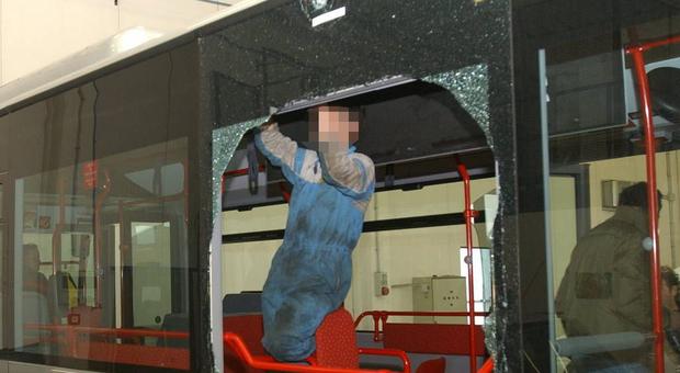 Roma, bus danneggiati a Roma a Casal Palocco e a Centocelle