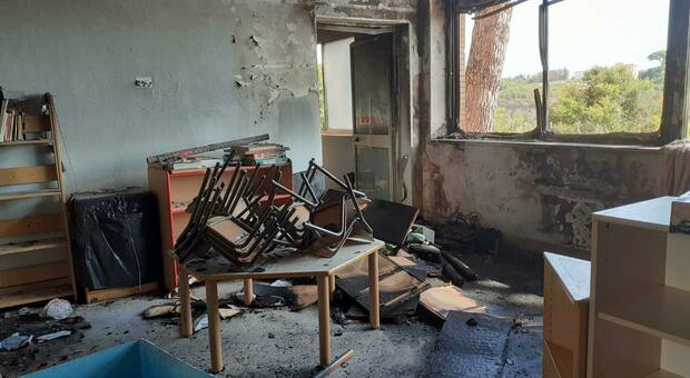 Roma, Virginia Raggi: «Vandalizzate due scuole al Trullo»