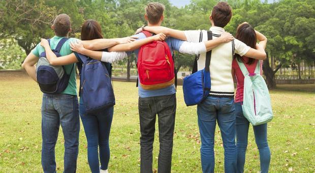 Scuola, servirà l'ok dei due genitori anche per gite e sport