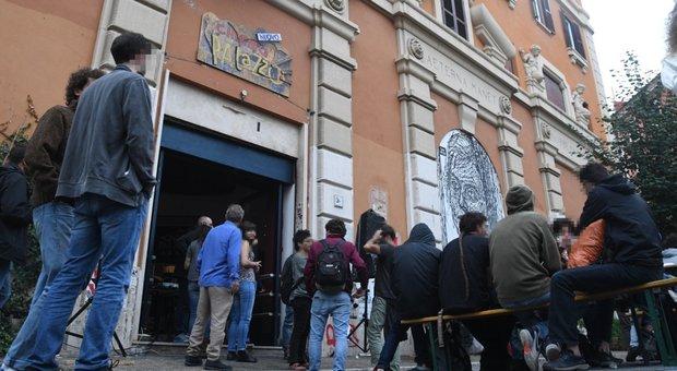 Roma, la beffa del Cinema Palazzo: rioccupato dopo un'ora