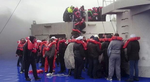 Traghetto Norman Atlantic, non si hanno notizie di 98 naufraghi. Interrogato il comandante
