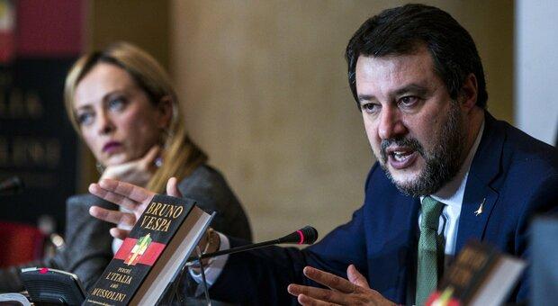 Meloni e Salvini, vicini nei sondaggi, lontani sulla strategia: la competizione mette sale sulle difficoltà del centrodestra