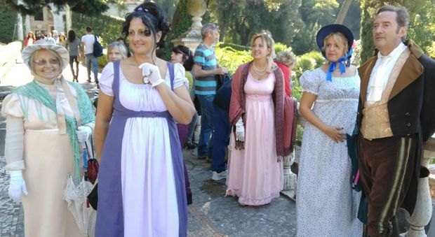 Tivoli, rivive il mondo di Jane Austen tra ombrellini, ricami e merletti