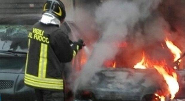 Scafa, a fuoco l'auto del comandante dei carabinieri