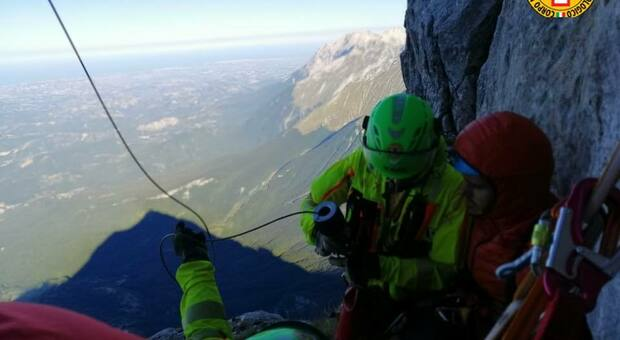 Abruzzo, precipitano dal Calderone: due escursionisti gravi, sedicenne rischia la vita