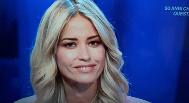 Elena Santarelli, gaffe in diretta a Italia Sì con Raimondo Todaro: «So che tu...» Imbarazzo in studio
