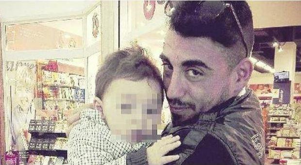 Bimbo ucciso a Napoli, accusa di omicidio volontario per il compagno della madre