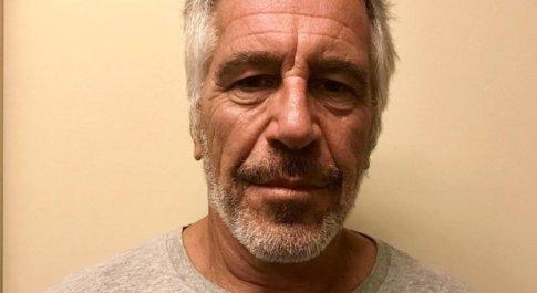 Jeffrey Epstein morto suicida in carcere: il miliardario accusato di abusi sessuali e traffico di minori