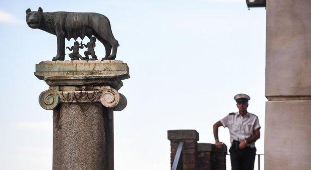 Salari accessori a Roma, altolà del Mef: «Raggi non paghi l'arretrato»