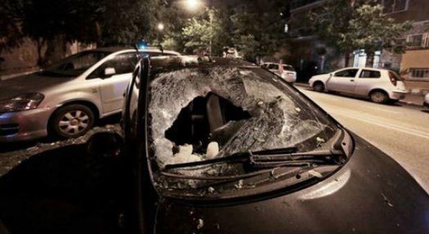 """Roma, blocco di ghiaccio caduto dal cielo distrugge auto, ipotesi """"blue ice"""" da un aereo di linea, la Procura apre inchiesta"""