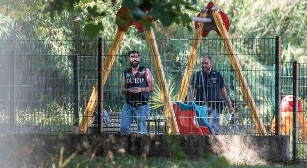 Roma, ragazza impiccata ad un gioco per bimbi in un parco: ha lasciato lettere ai genitori