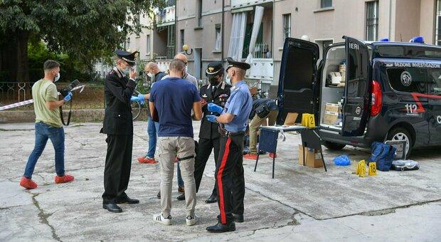 Milano, lite per la grigliata in cortile, poi gli spari: morto un uomo di 34 anni