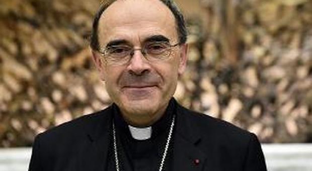 Pedofilia, perquisita sede della diocesi di Lione: cardinale indagato per aver coperto gli abusi di un prete