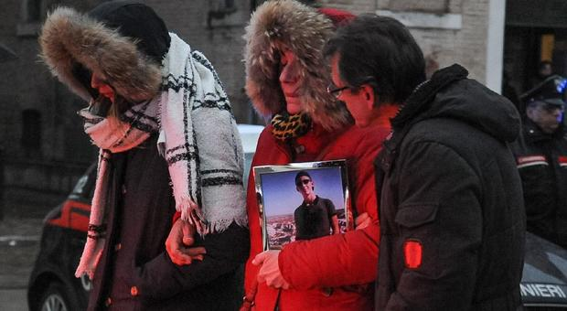 Sfera Ebbasta, la madre di Daniele Pongetti: «Basta foto idiote, hai 6 morti sulla coscienza»