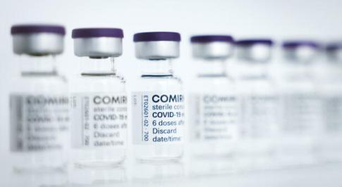 Pfizer, richiamo dopo 11 settimane aumenta gli anticorpi. Lo studio inglese