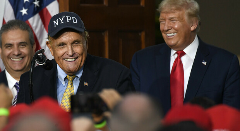 Covid, Trump: «Anche il mio amico Rudy Giuliani contagiato dal virus cinese»