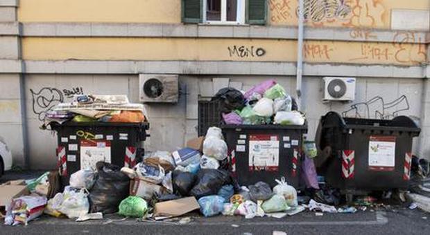 Altolà dei presidi di Roma: «Troppi rifiuti e topi in strada, lunedì non riapriamo le scuole»