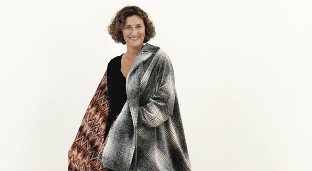Sofia Gnoli indossa un cappotto di Marco De Vincenzo, collezione AI 2019-20