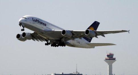 Iran, le compagnie aeree sospendono i voli sul Golfo Persico: «Rotte alternative»