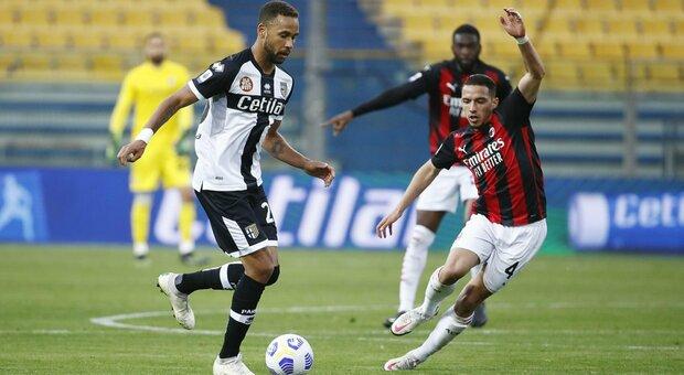 Il Milan ne fa tre al Parma e resta in scia dell'Inter