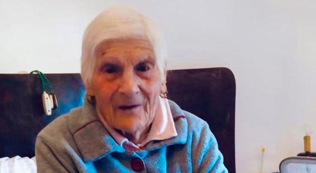 Covid, contagiata da una parente, muore a 104 anni nonna Cannella: era il simbolo del paese di Controguerra