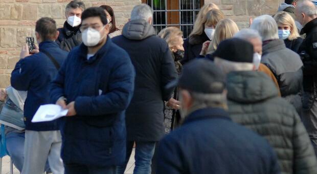 Bologna: minaccia con la pistola un passante per fargli indossare la mascherina tenuta abbassata