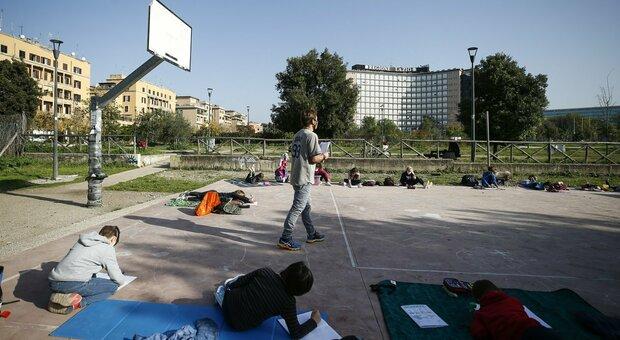 Covid Roma, scuola: troppo corte le lezioni da casa. La strigliata ai prof: «Didattica a rilento»