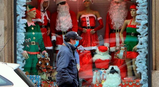 Covid Natale: tutte le regole per shopping, cenone, spostamenti e ristoranti