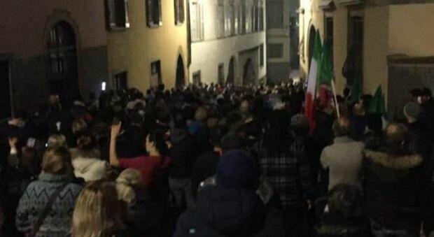 Bergamo, protesta anti-zona rossa sotto casa di Giorgio Gori: solidarietà dal mondo politico