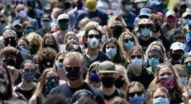 Covid, le mascherine devono essere indossate all'aperto? Lo studio
