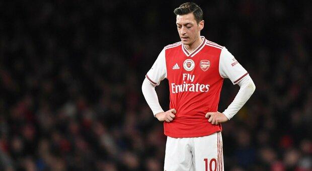 Ozil, nove mesi senza giocare: il campione tedesco in lite con l'Arsenal ora appare solo sui social