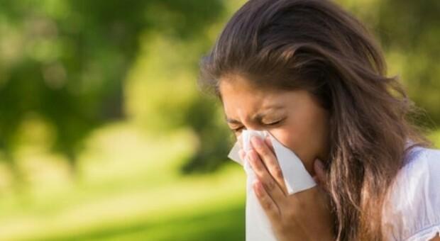 Vccino, allergia ai pollini e asma, Minelli: «Posticipare dosi per chi ha sintomi gravi, ma nessuna controindicazione»