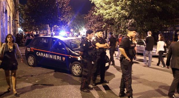 Roma, fugge dai carabinieri e si schianta contro un'auto: arrestato pusher senegalese al Pigneto