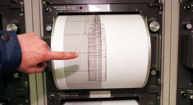 Terremoto, psicosi a Roma, decine di segnalazioni: «Qui trema tutto». Ma è giallo