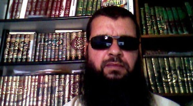 """Terrorismo, imam radicalizzato espulso dall'Italia: aveva chiamato la figlia """"Jihad"""""""