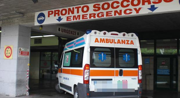 Tragedia a Torino, donna fa manovra con la macchina e uccide la sua amica