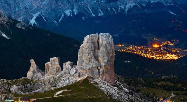 Le Cinque Torri dominano la conca di Cortina d'Ampezzo